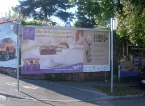 Milka-Plakatwerbung: Die Schokolade mit echtem Kuchen drin.